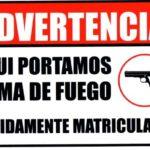 Advertencia aquí portamos armas de fuego